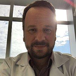 Dr. Renato - Médico infectologista - Agendar Consulta