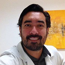 Dr. Carlos Eduardo - Médico ortopedista e traumatologista - Agendar Consulta